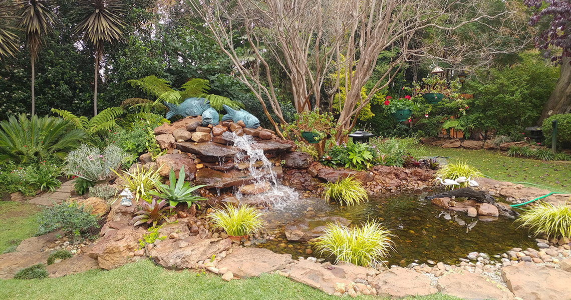 Where In The Appropriate Design, Natural Rocks Can Be Placed In Beds As  Features To Give A Garden Height And Dimension Or To Maintain Embankments.